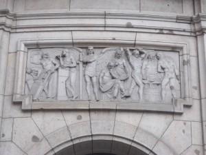"""Berlin-Mitte, Mauerstraße, Die göttliche Macht der """"weißen Rasse"""""""