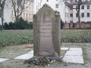 Bln-Mitte, Gr. Hamburger Straße, Grabstein Moses Mendelssohn (Replik)