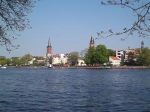 Altstadt Köpenick von der Dahme aus gesehen